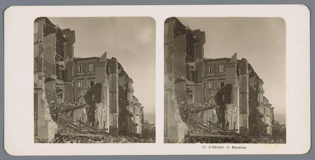 Door een aardbeving verwoeste gebouwen te Messina