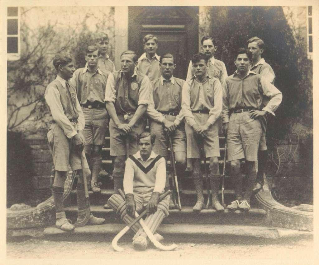 Groepsportret van de hockeyers van Schule Schloss Salem