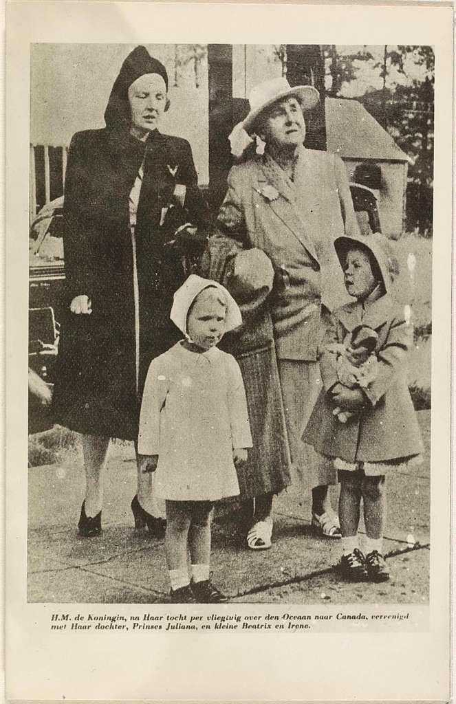 Portret van Wilhelmina, koningin der Nederlanden, Juliana, koningin der Nederlanden, Beatrix, koningin der Nederlanden, en Irene, prinses der Nederlanden